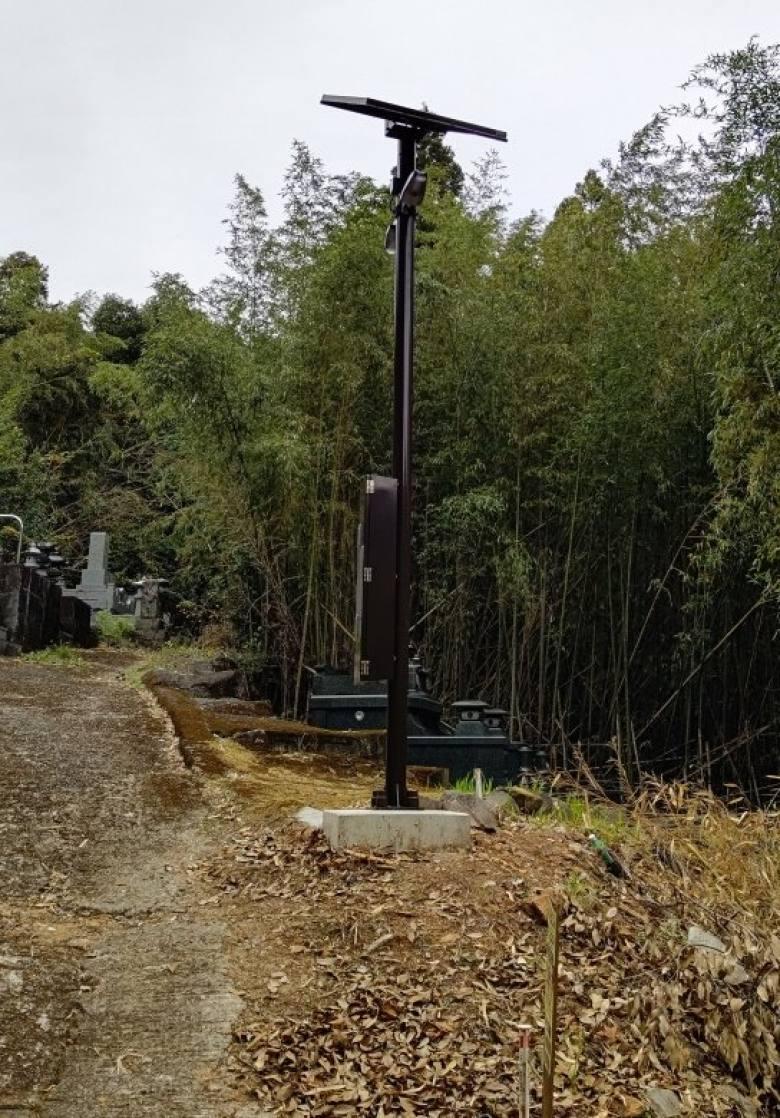 太陽光発電機付き街路灯の写真
