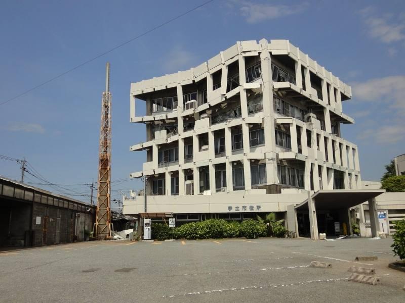 市役所庁舎の被害状況の写真です