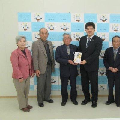 宇土市老人クラブ連合会様と元松市長の写真です