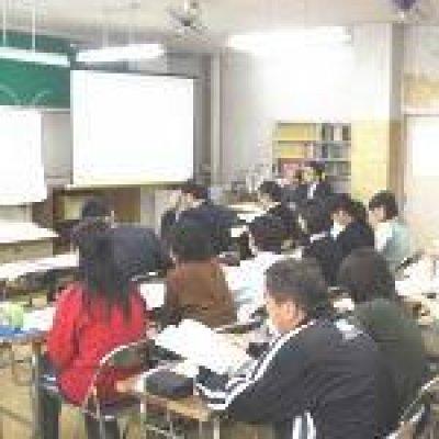 網津小 教職員への基本設計説明会の様子の写真
